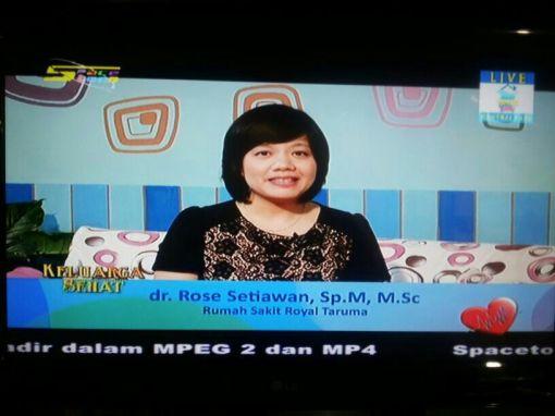 """Dr. Rose Setiawan, SpM., MSc sebagai narasumber """"INFEKSI MATA"""" pada program Keluarga Sehat Indonesia, SpacetoonTV, 24 September 2013. Disiarkan langsung dari Central Park Jakarta."""